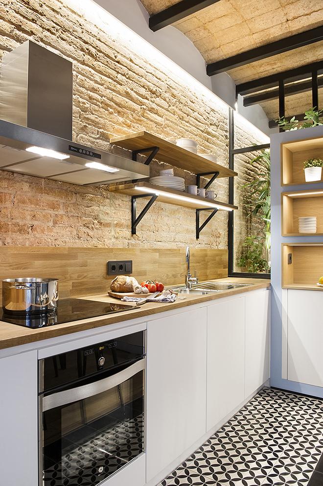 40 кв. м малък цветен апартамент в Барселона_3
