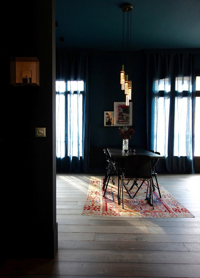 бохемски интериор в тъмни цветове_4