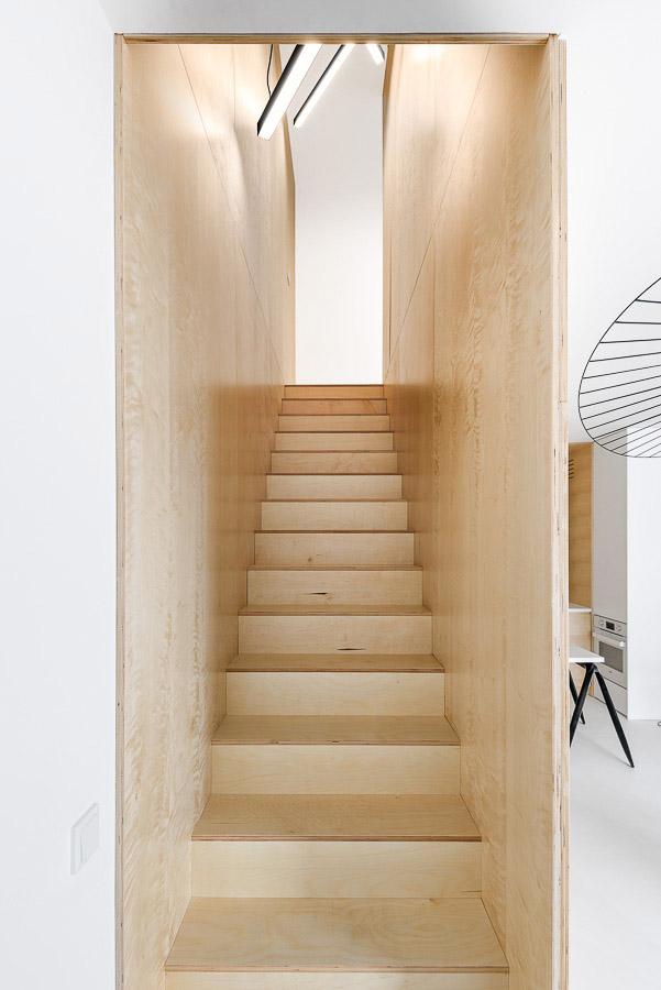 дуплекс апартамент с изчистен дизайн_стълбище 2
