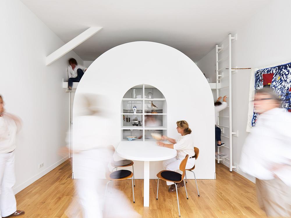 Жилище партер мебел стена
